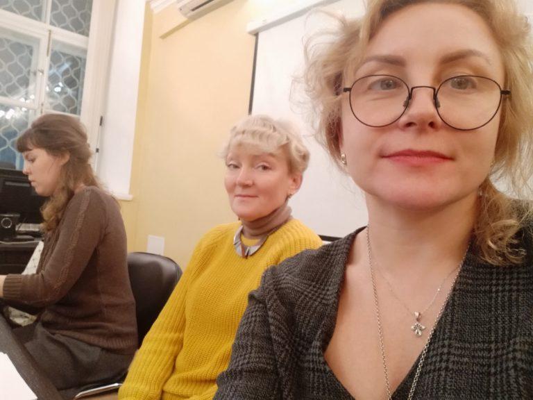 Ученицы на лекции